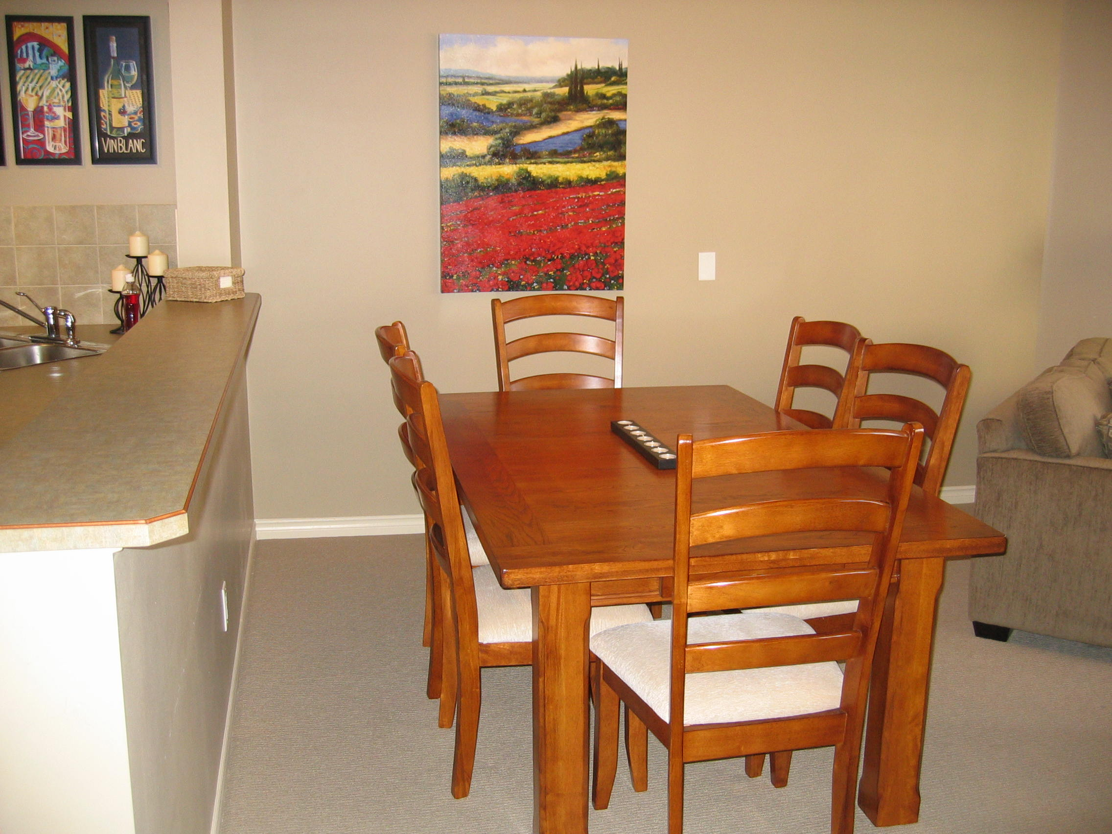 Emerald beach villas townhouse c101 luxury 3 bedroom for Dining room tables kelowna