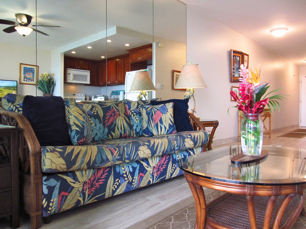 Kihei Surfside Unit 604 - Dining area